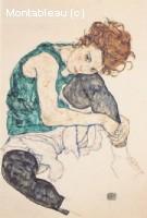 Femme assise genoux pliés