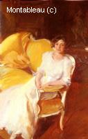 Clotidle sentada en el sofa
